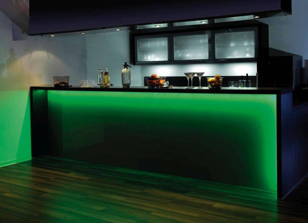 LED-Stripes in 10m Länge mit Infrarot-Fernbedienung mit Dimmfunktion und Farbwechsel inkl. Schnurschalter