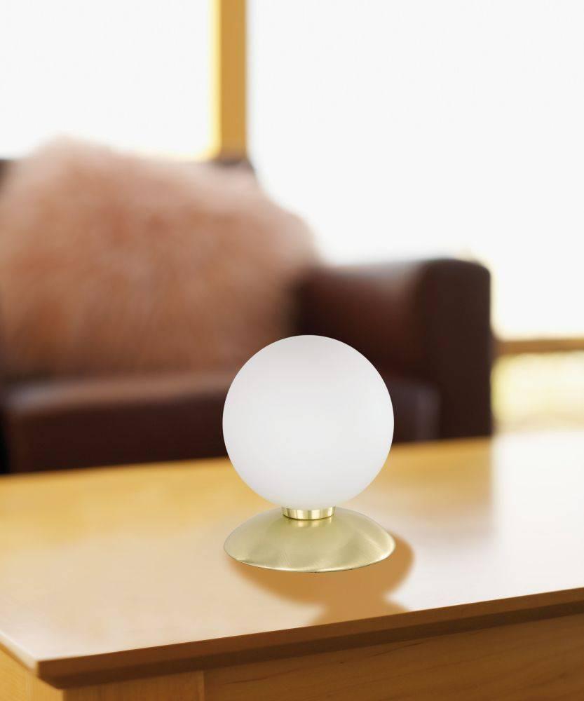 Kugellampe in messing-matt aus Opalglas mit warmweißer Lichtfarbe inkl. Touchdimmer