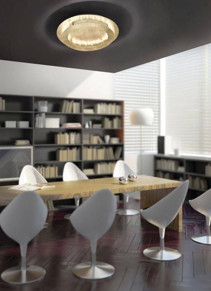 LED-Deckenleuchte in Blattgoldoptik und rund mit warmweißer Lichtfarbe gibt blendfreies Licht ab