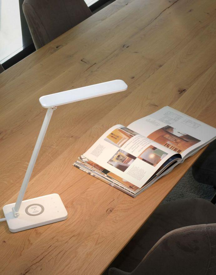 LED Tischleuchte, weiss, kabellose QI-Ladefunktion, Touchdimmer, CCT