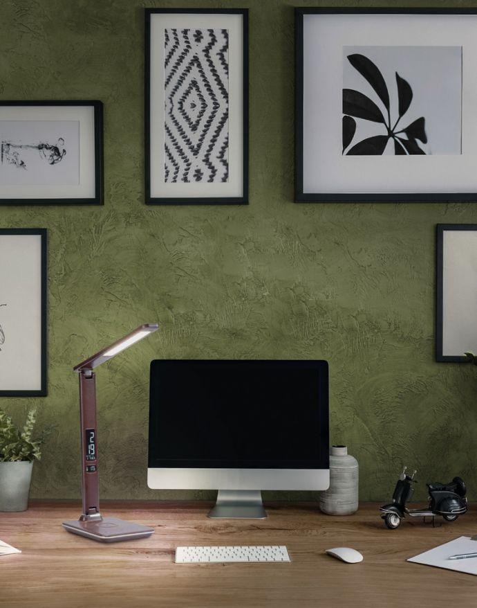 LED Tischleuchte, braun,  Dimmfunktion, Induktionsladefläche, Displayanzeige