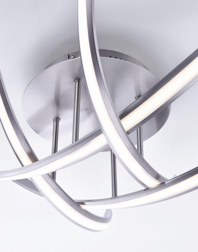 LED-Deckenleuchte, 4 geschwungene Leuchtarme, warmweiße Lichtfarbe, dimmbar